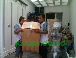 tips mengangkat barang pindahan - Jasapindah.id